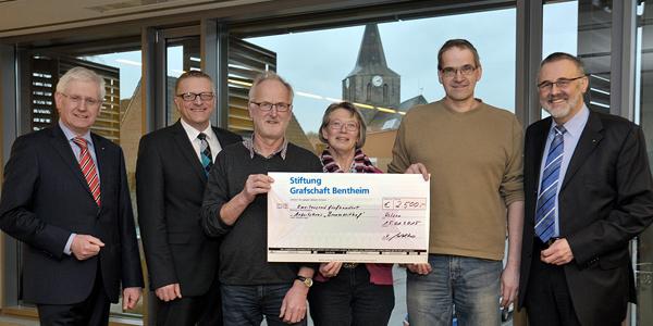 Spendenübergabe Stiftung Grafschaft Bentheim an Bronzezeithof Uelsen für die Anschaffung einer Lure