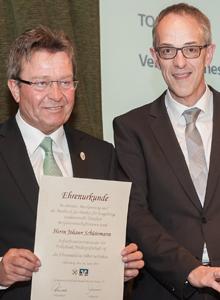 Johann Schüürmann wurde für 25-jährige Tätigkeit im Aufsichtsrat geehrt